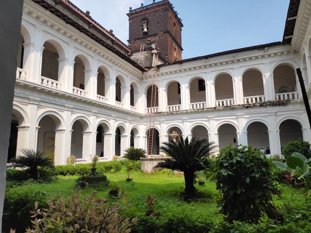 बेसिलिका ऑफ बोम जीसस आधुनिक आर्ट गैलरी - Modern Art Gallery At Basilica Of Bom Jesus In Hindi