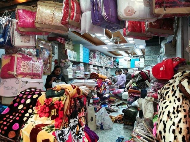 दिल्ली का सबसे अच्छा मार्केट खान मार्केट - Delhi Ka Sabse Achha Market Khan Market In Hindi
