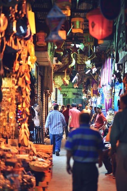 शॉपिंग के लिए पॉपुलर है दिल्ली का करोल बाग मार्केट - Shopping Ke Liye Popular Hai Delhi Ka Karol Bagh Bazar In Hindi
