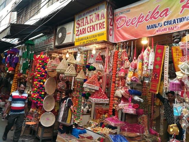 शॉपिंग के लिए मशहूर है दिल्ली की चांदनी चौक - Shopping Ke Liye Mashoor Hai Delhi Ka Chandni Chowk In Hindi