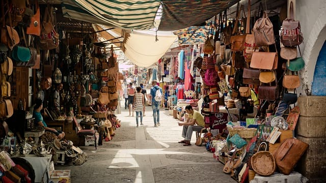 दिल्ली में बेस्ट स्ट्रीट शॉपिंग के लिए जनपथ बाजार – Dilli Me Best Street Shopping Ke Liye Janpath Market In Hindi