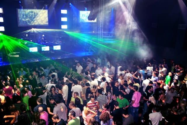 गोवा की अय्याशी के लिए टिटो बार एंड क्लब – Rave Party In Goa At Titos Bar And Club In Hindi