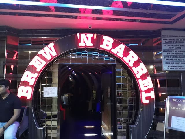 फरीदाबाद का फेमस टूरिस्ट स्पॉट ब्रु एन बैरल - Faridabad Mein Famous Tourist Spot Brew N Barrel In Hindi