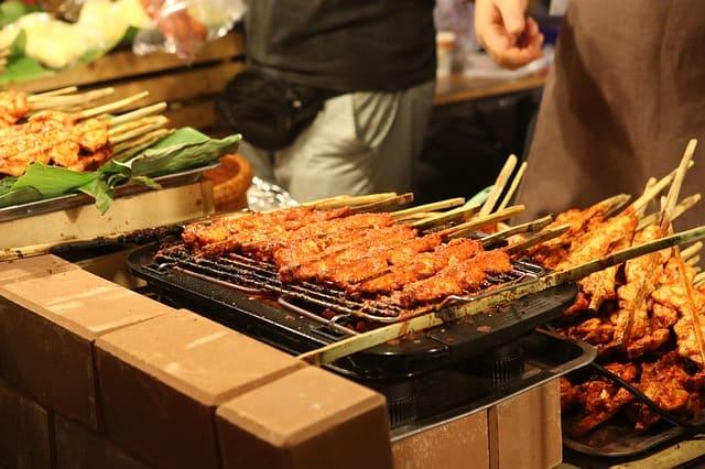 दिल्ली का प्रसिद्ध भोजन है कबाब - Dilli Ka Prasidh Bhojan Hai Kabab In Hindi