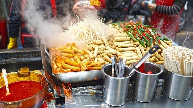 दिल्ली के रोल्स फेवरेट स्ट्रीट फूड - Delhi Ke Rolls Favorite Street Food In Hindi