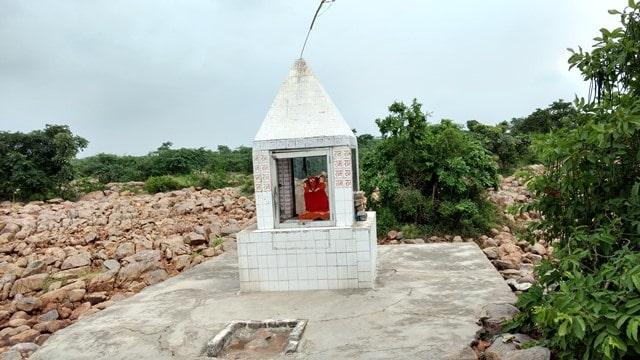 फरीदाबाद का दर्शनीय पारसन मंदिर - Faridabad Ka Darshaniya Sthal Parson Mandir In Hindi
