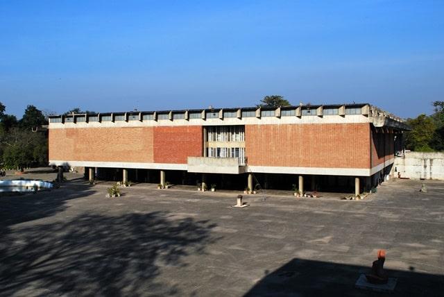 चंडीगढ़ के दर्शनीय स्थल संग्रहालय और आर्ट गैलरी - Chandigarh Ke Darshniya Sthal Museum And Art Gallery In Hindi