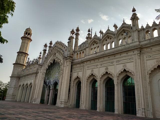 लखनऊ के दर्शनीय स्थान जामा मस्जिद - Lucknow Ke Darshniya Sthan Jama Masjid In Hindi