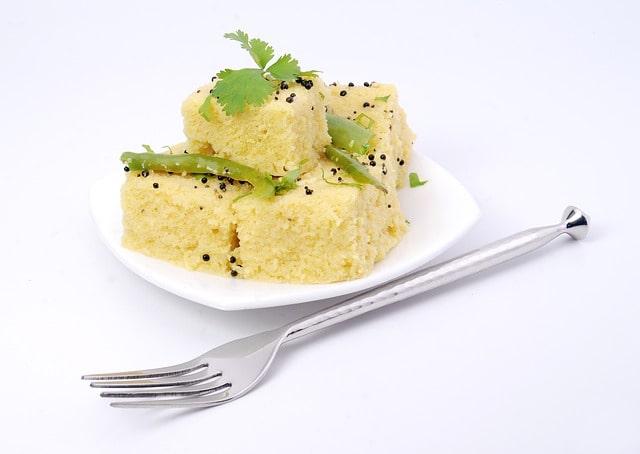 दिल्ली में पॉपुलर है गुजराती स्नैक दाबेली - Delhi Me Popular Hai Gujarati Snack Dabeli In Hindi