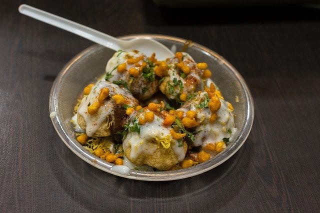 दिल्ली फ़ूड कल्चर में खाए दही भल्ला - Delhi Ke Food Culture Me Khaye Dahi Bhalla In Hindi