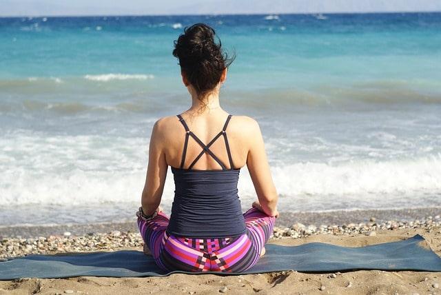 मंड्रेम बीच पर योग - Yoga At Mandrem Beach In Hindi