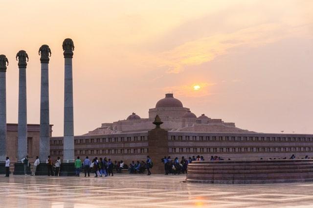 लखनऊ में पर्यटन स्थल अंबेडकर मेमोरियल पार्क - Lucknow Me Paryatan Sthal Dr Ambedkar Park In Hindi