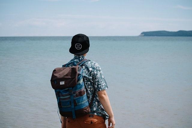 गोवा में पुरूषों के लिए भी जरूरी टोटे बैग्स - Men Keep Tote Bags On Goa Trip In Hindi