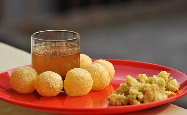 दिल्ली के फेमस फ़ूड आइटम्स में गोलगप्पों है– Delhi Ke Famous Food Items Me Se Golgappe In Hindi