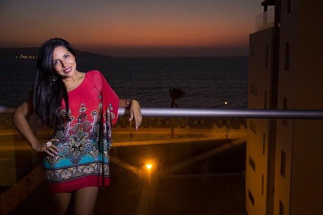 गोवा में महिलाएं पहनें मैक्सी ड्रेसेस - Women May Wear Maxi Dresses In Evening In Goa In Hindi