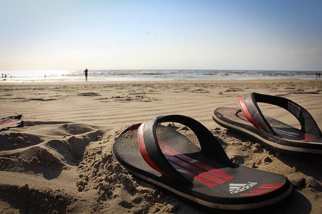 गोवा टूर के लिए फ्लिप-फ्लॉप हैं बेस्ट - Flip Flop Is Best For Goa Trip In Hindi