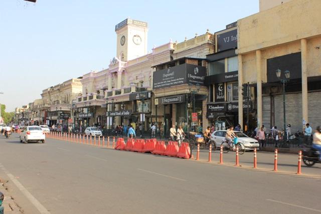 लखनऊ में घूमने की जगह हजरतगंज मार्केट - Lucknow Me Ghumne Ki Jagha Hazratganj Market In Hindi