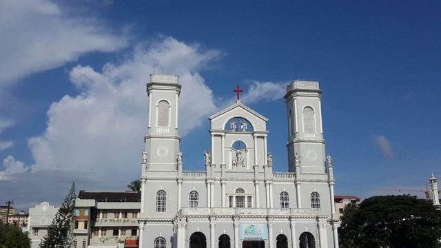 मैंगलोर का सबसे पुराना चर्च मिलग्रेस चर्च - Mangalore Ka Sabse Purana Church Milagres Church In Hindi