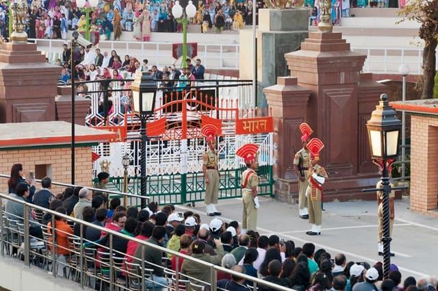 अमृतसर में देखने लायक जगह वाघा बॉर्डर - Amritsar Me Dekhne Layak Jagah Wagah Border In Hindi http://www.worldcreativities.com