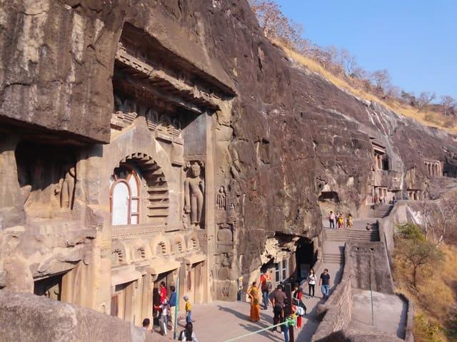 शॉर्ट ट्रिप पर भारत की ऐतिहासिक जगह अजंता एलोरा केव्ज - Short Trip Me Ghume Bharat Ki Historical Place Ajanta And Ellora Caves In Hindi