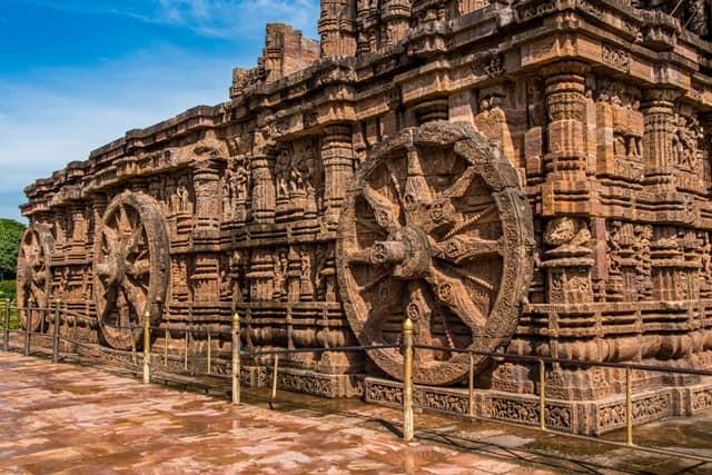 भारत का ऐतिहासिक धार्मिक स्थल कोणार्क सूर्य मंदिर (सन टेम्पल) - India Ka Dharmik Sthal Sun Temple (Surya Mandir) In Konark In Hindi
