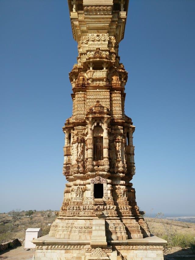 चित्तौड़गढ़ किले के दर्शनीय स्थल विजय स्तम्भ - Chittorgarh Kile Ke Darshaniya Sthan Vijay Stambha In Hindi