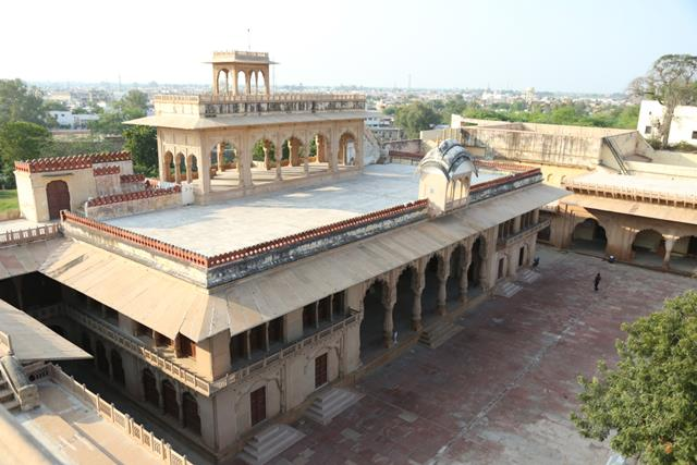 भरतपुर में देखने वाली जगह लोहागढ़ किला - Bharatpur Me Dekhne Wali Jagha Lohagarh Fort In Hindi