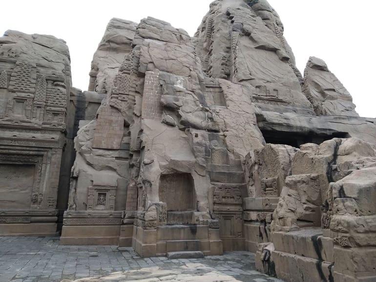 मसरूर रॉक कट मंदिर