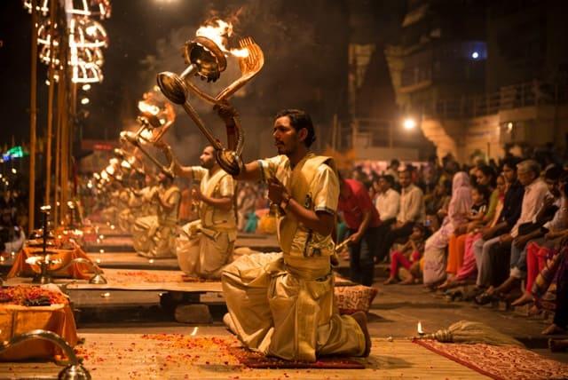 इंडिया के फेमस धार्मिक स्थल वाराणसी - India Ke Famous Religious Pilgrimage Site Varanasi In Hindi
