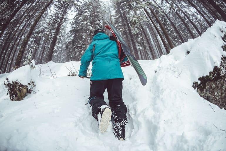 नग्गर के पास स्कीइंग - Naggar Ke Pass Skiing In Hindi