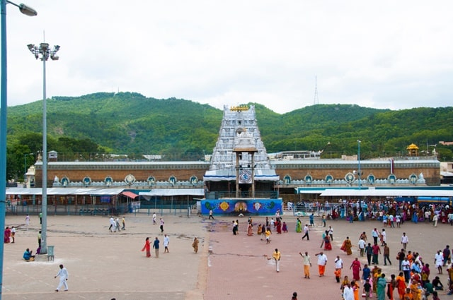 भारत का प्रसिद्ध तिरुमाला वेंकटेश्वर मंदिर - Bharat Ka Prasidh Tirumala Venkateswara Temple Tirupati In Hindi