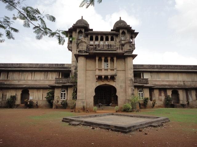 ठाणे का दर्शनीय स्थान जय विलास पैलेस - Thane Ka Darshaniya Sthan Jai Vilas Palace In Hindi