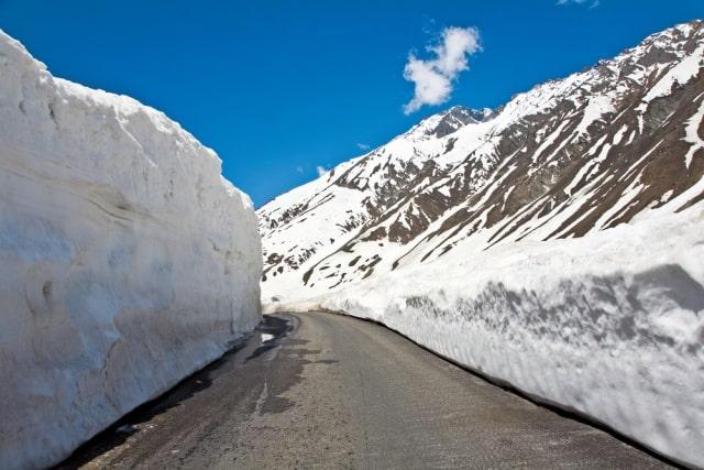 क्या श्री नगर लेह राजमार्ग या मनाली लेह राजमार्ग से लद्दाख जाना चाहिए - Should I Go To Ladakh From Srinagar Leh Highway Or Manali Leh Highway In Hindi