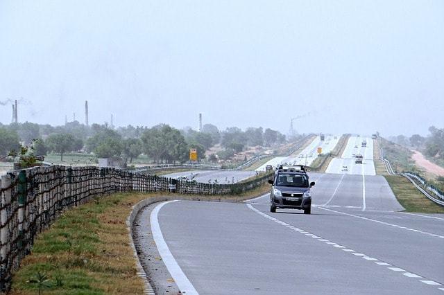 सड़क मार्ग चित्तौड़गढ़ किले तक कैसे पहुँचे - How To Reach Chittorgarh Fort By Road In Hindi