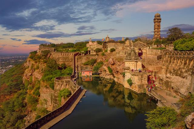चित्तौड़गढ़ दुर्ग का इतिहास - Chittorgarh Kila History In Hindi