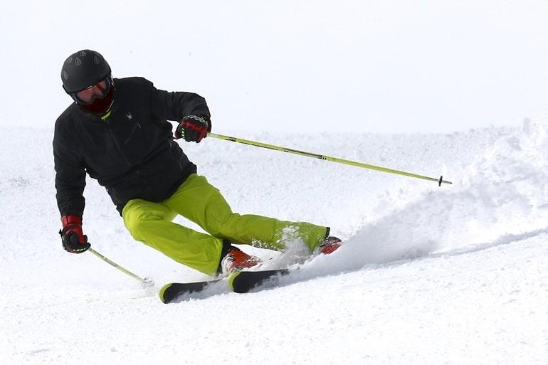 जगतसुख के पास स्कीइंग