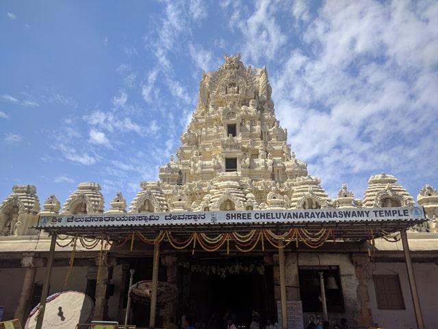 मैसूर के आकर्षण स्थान मेलुकोटे मंदिर - Mysore Ke Aakarshan Sthan Cheluvanarayana Swamy Temple Melukote In Hindi