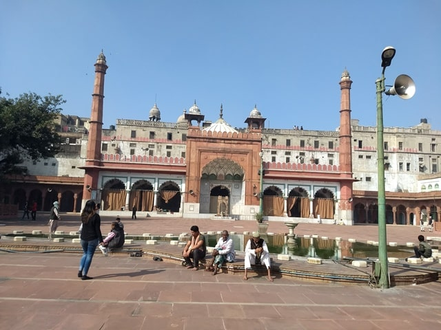 चांदनी चौक टूरिज्म में घूमे फतेहपुरी मस्जिद - Chandni Chowk Tourism Mein Ghume Fatehpuri Masjid In Hindi