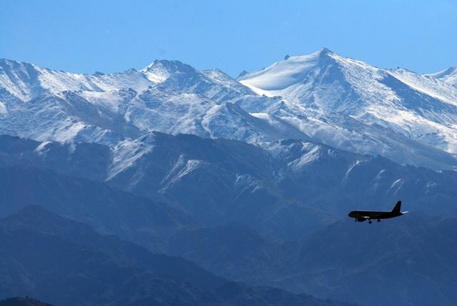 लेह लद्दाख फ्लाइट से कैसे पहुंचे - How To Reach Leh Ladakh By Flight In Hindi