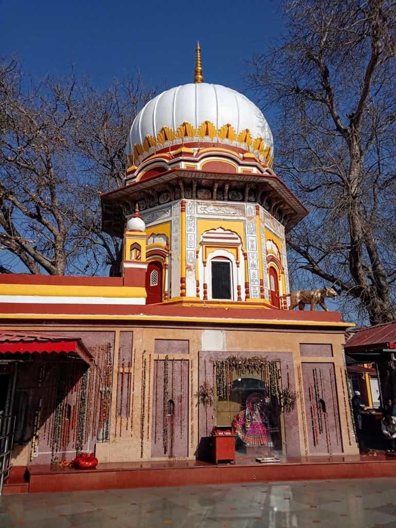 सिरमौर के दर्शनीय स्थल त्रिलोकपुर मंदिर
