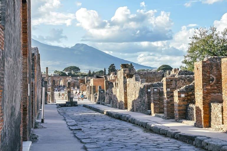 इटली में घूमने लायक जगह पॉम्पी शहर