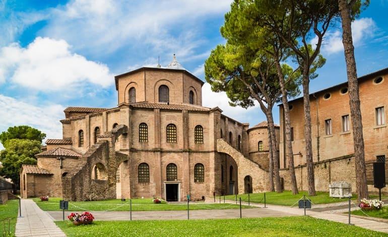 इटली की मशहूर जगह सैन विटाले की बेसिलिका रावेना