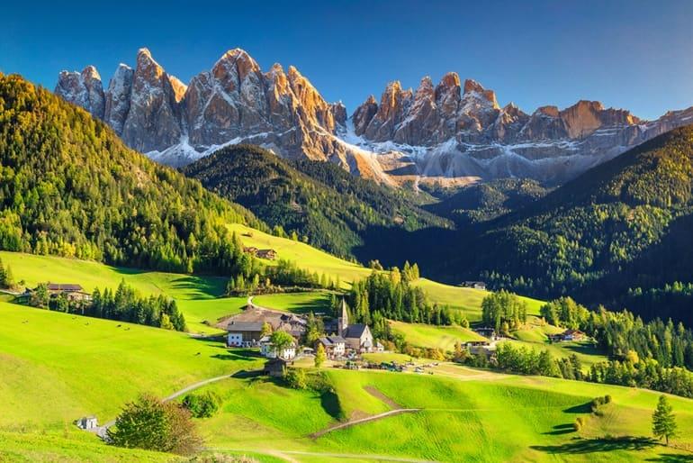 इटली का टूरिस्ट प्लेस डोलोमाइट्स