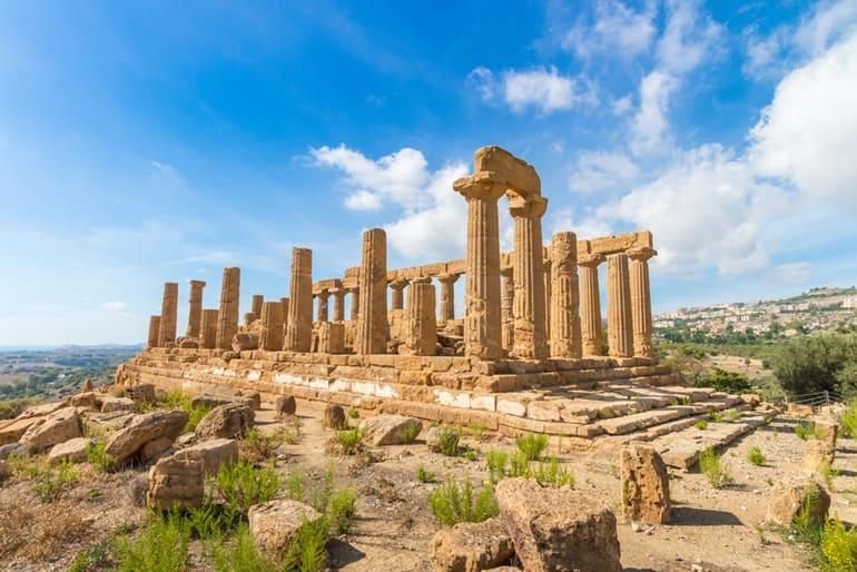 इटली पर्यटन में प्रसिद्ध मंदिरों की घाटी