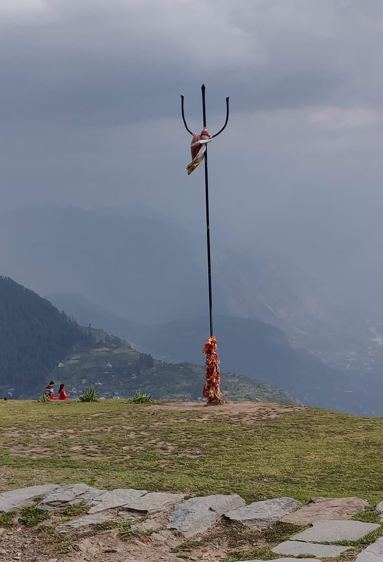 बिजली महादेव मंदिर के आसपास के प्रमुख पर्यटन और दर्शनीय स्थल