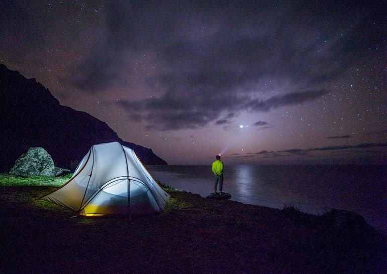 चंद्रताल झील पर कैम्पिंग