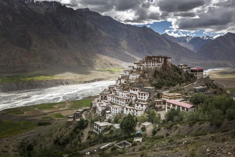स्पीति घाटी के प्रसिद्ध मठ शशूर मठ