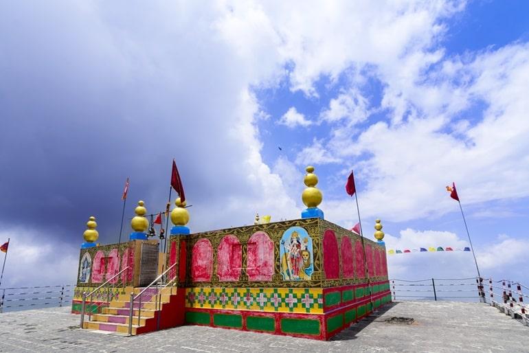 मंडी के धार्मिक स्थान शिकारी देवी मंदिर