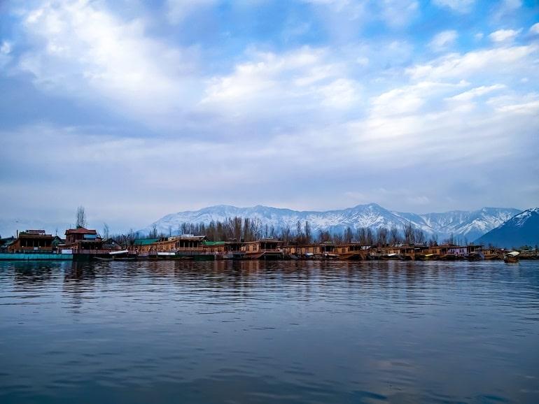 डल झील किस राज्य में स्थित है