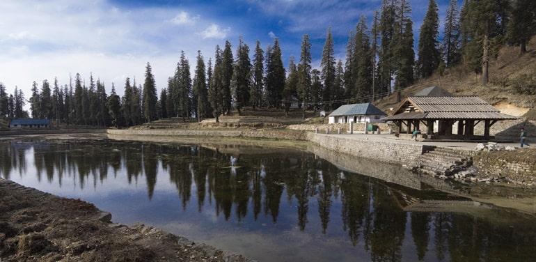 मंडी के पर्यटन स्थल कामरू नाग झील